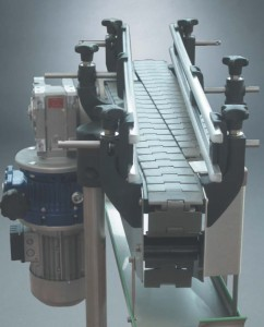 Motorized side connection driving head with straight guides