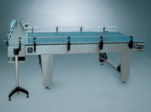 Unscrambling table for depalletizer with exit conveyor at 90 degrees (back)